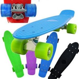 8 Units of COMPLETE PLASTIC & METAL SKATEBOARDS. - Summer Toys
