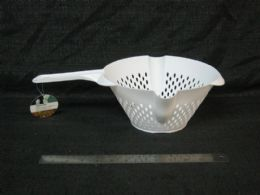 24 Units of PLASTIC STRAINER WITH HANDLE WHITE - Strainers & Funnels