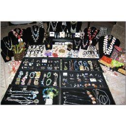 600 Units of Loose Jewelry Pallet - Jewelry & Accessories