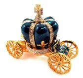 10 Units of Gold tone and green enamel crown attached to a coach (base) - Gifts Items